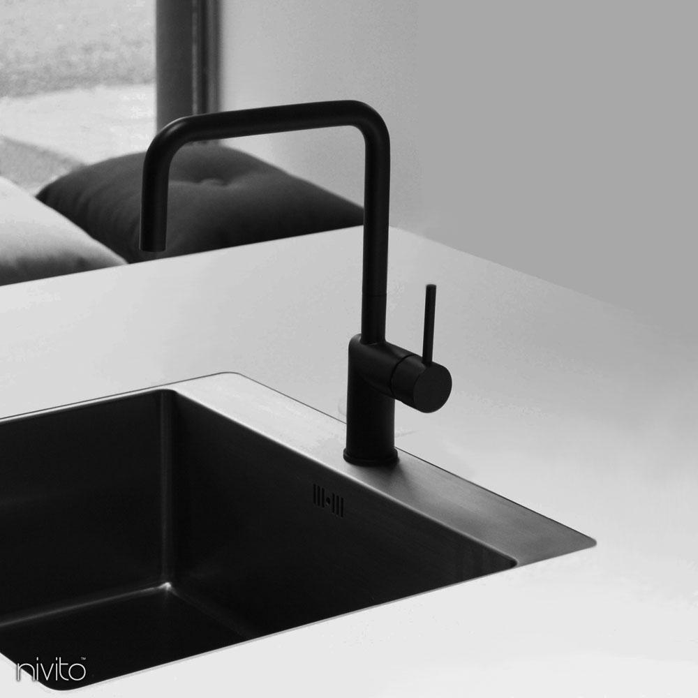 Musta keittiöhanat